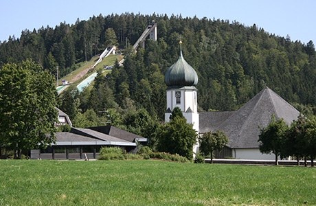 Die Skisprungschanze in Hinterzarten